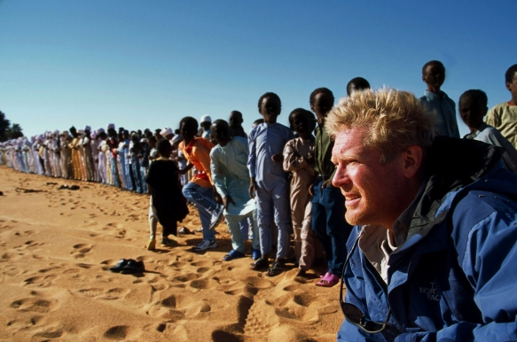geno_2_Spencer Wells watches as men from the town of Gouro pray to commemorate the end of Ramadan_Photo by David Evans_Gouro, Chad