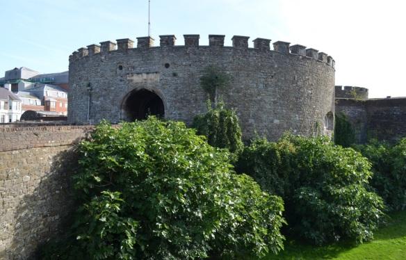 deal castle across moat